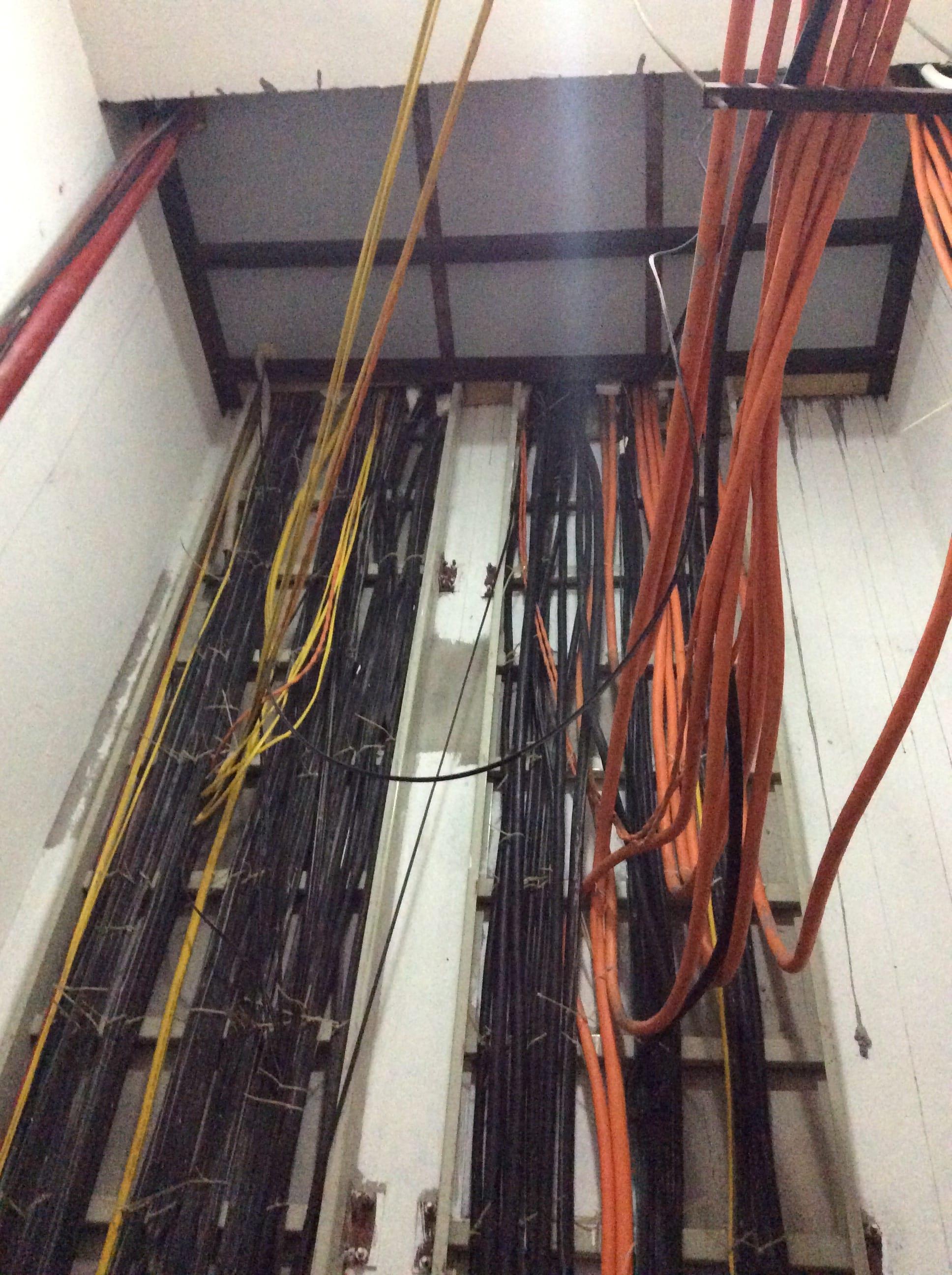 thi công dây tín hiệu camera tòa nhà